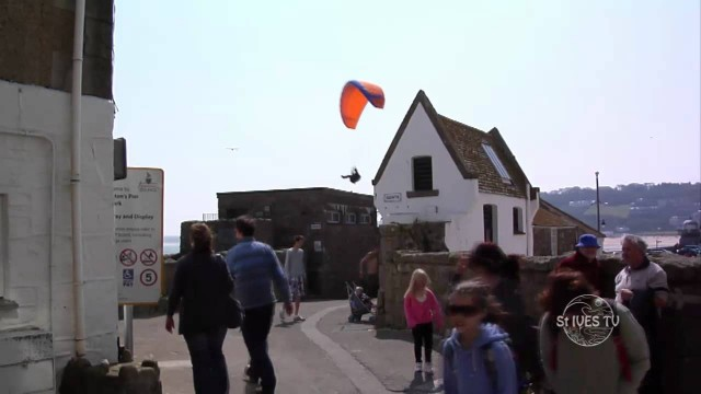 Paragliding on Smeaton Pier