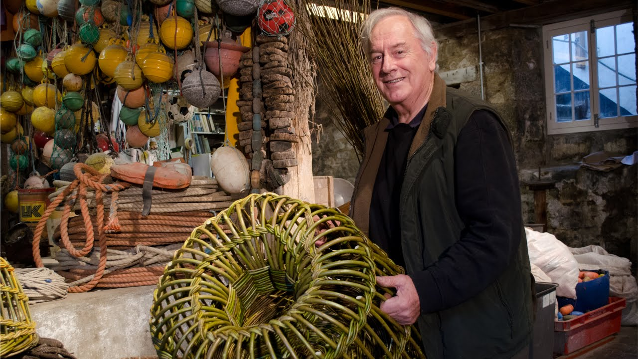 Willow Crab pot making at the Porthmeor Studios